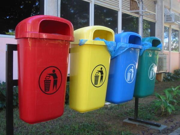 Мусорные контейнеры для пластика